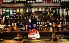 """丽江酒吧来了搅局者:华润等国产啤酒对抗百威、1664等""""御三家"""""""